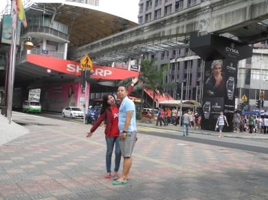 Aku dan Abang di depan stasiun Monorail Bukit Bitang