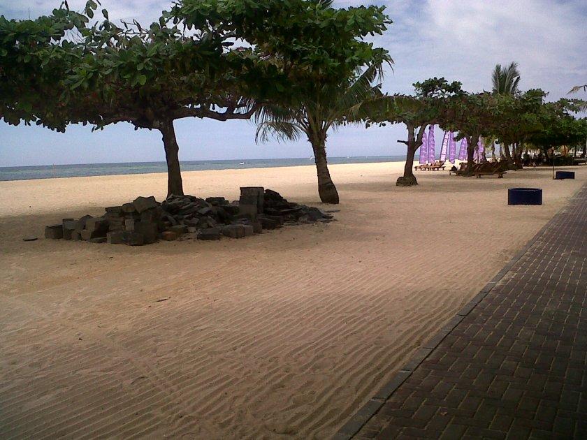 Pantai di depan Hotel tempat pertemuan, Sanur - Bali