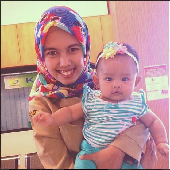 mama dan anak narsis waktu mau imunisasi