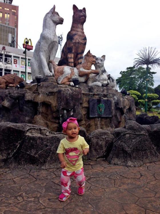 Pose paling ngehits se Kota Pontianak - Depan patung Kuching paling tersohor sekota Pontianak