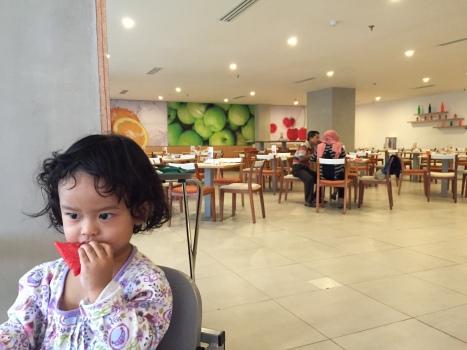 Suasana cafe di Hariss