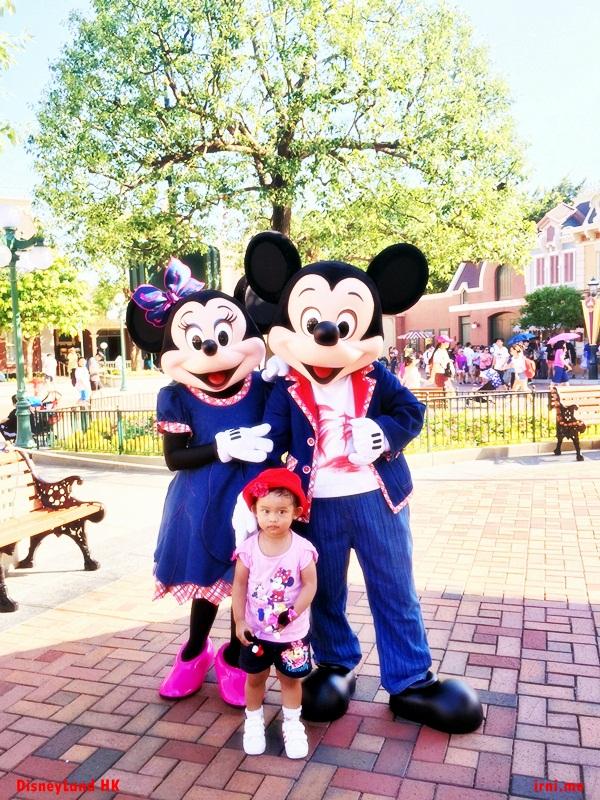 Foto bareng Mickey dan Minnie Mouse