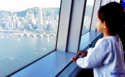 si K lagi menikmati pemandangan Hongkong selama 10 detik! :P