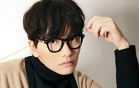 Lee Dong Hwi sebagai