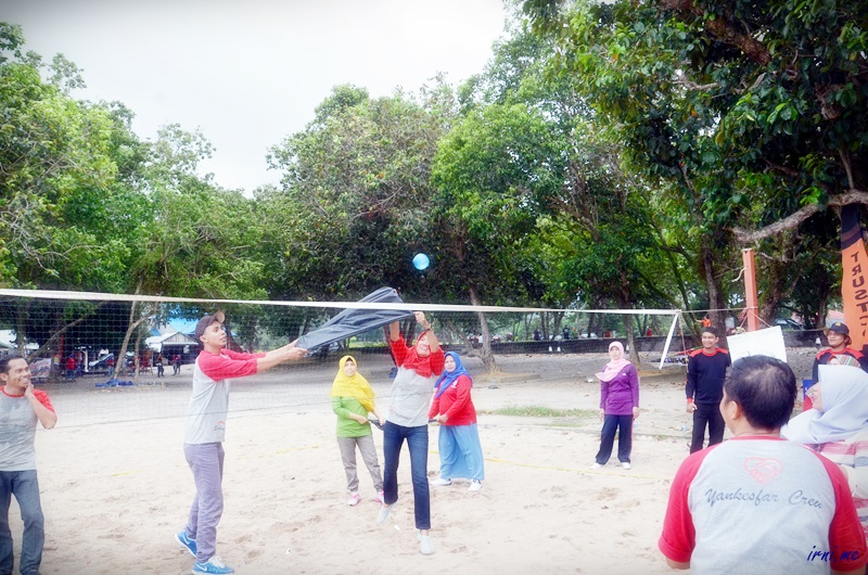 permaianan volley bola air