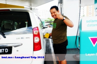 Berasa keren isi bensin sendiri :D