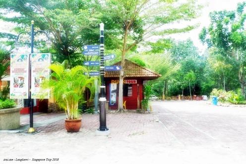 Pendaftaran Duck Tour di depan pintu masuk Oriental Village