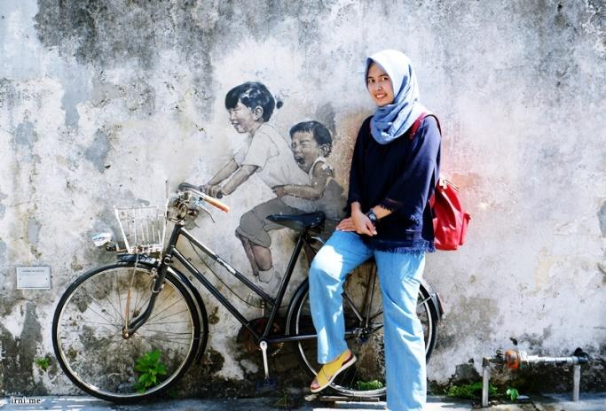 Penang Street Art : Boy on Chair